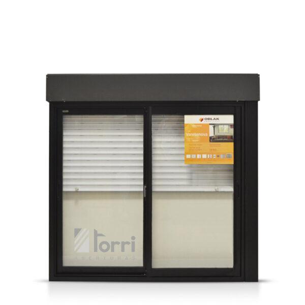 Ventana varesenova oblak negra con cortina y taparrollo de for Ventanas de aluminio con cortina